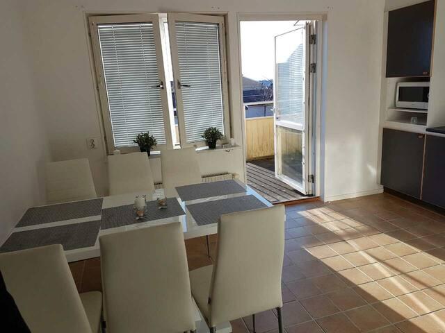 Lovely room in a lovely flat :-)