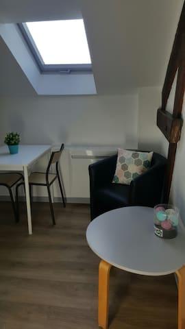 Chambre de bonne mignonne et cosy