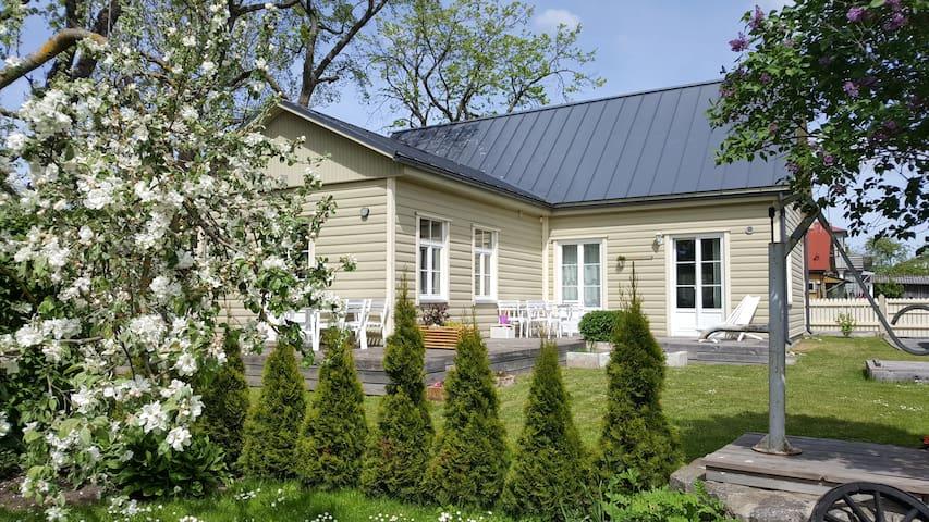 Kuressaare Family and Garden three-room apartment