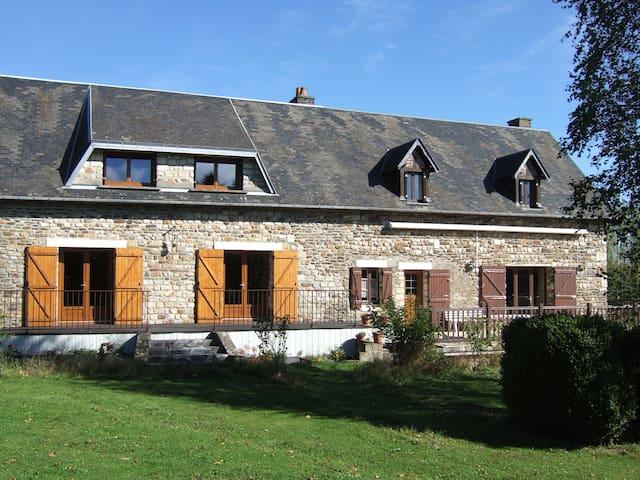 Pierrefitte-en-Cinglais的民宿