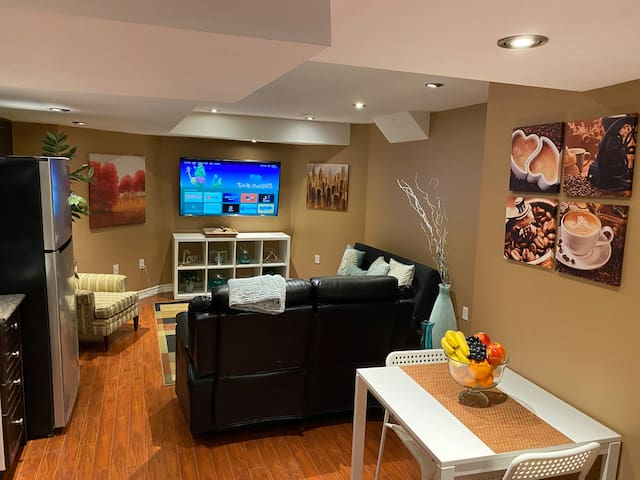Luxurious & Comfy Basement Apartment: Mississauga