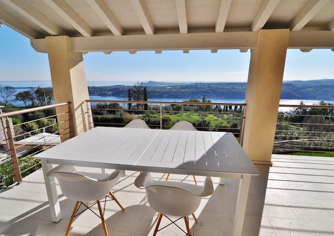 Lake Garda View Apartment with pool