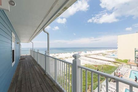Lazy Dayz- STEPS TO THE BEACH in this updated unit