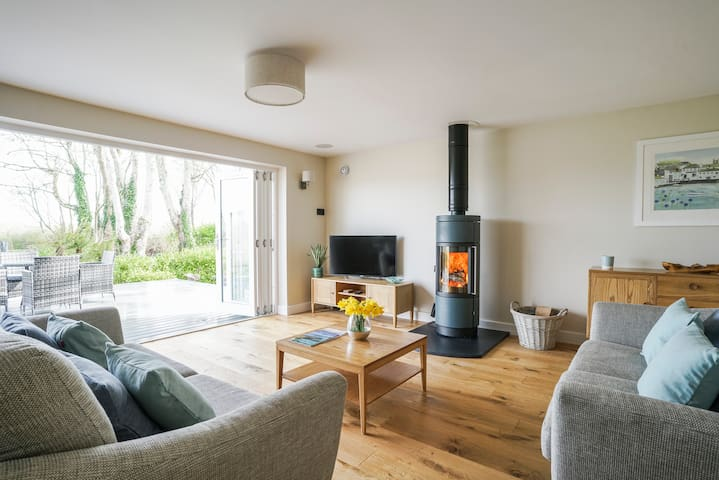 New for 2021 - A luxurious hideaway in Mylor