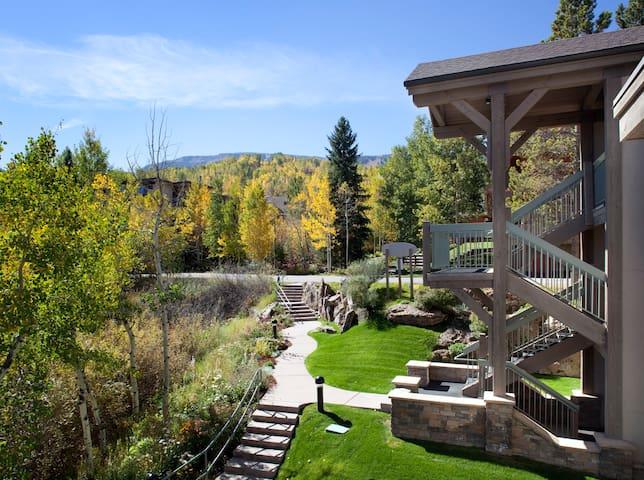 Slopeside Condo! Hot Tub/Pool Access!~Terracehouse