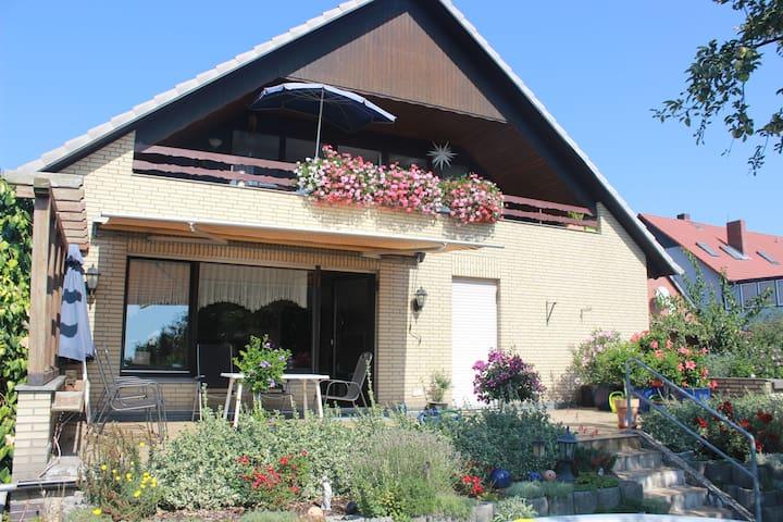 Haus Rosenthal - große Ferienwohnung m. Terrasse