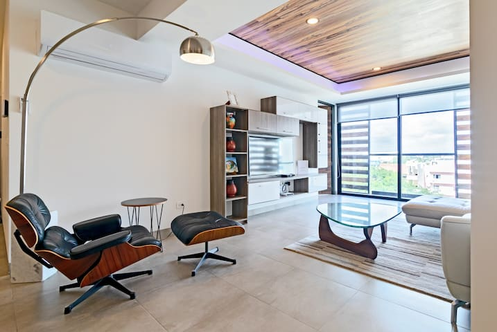 Luxury Condo in the Heart of Playa w/Rooftop Pool