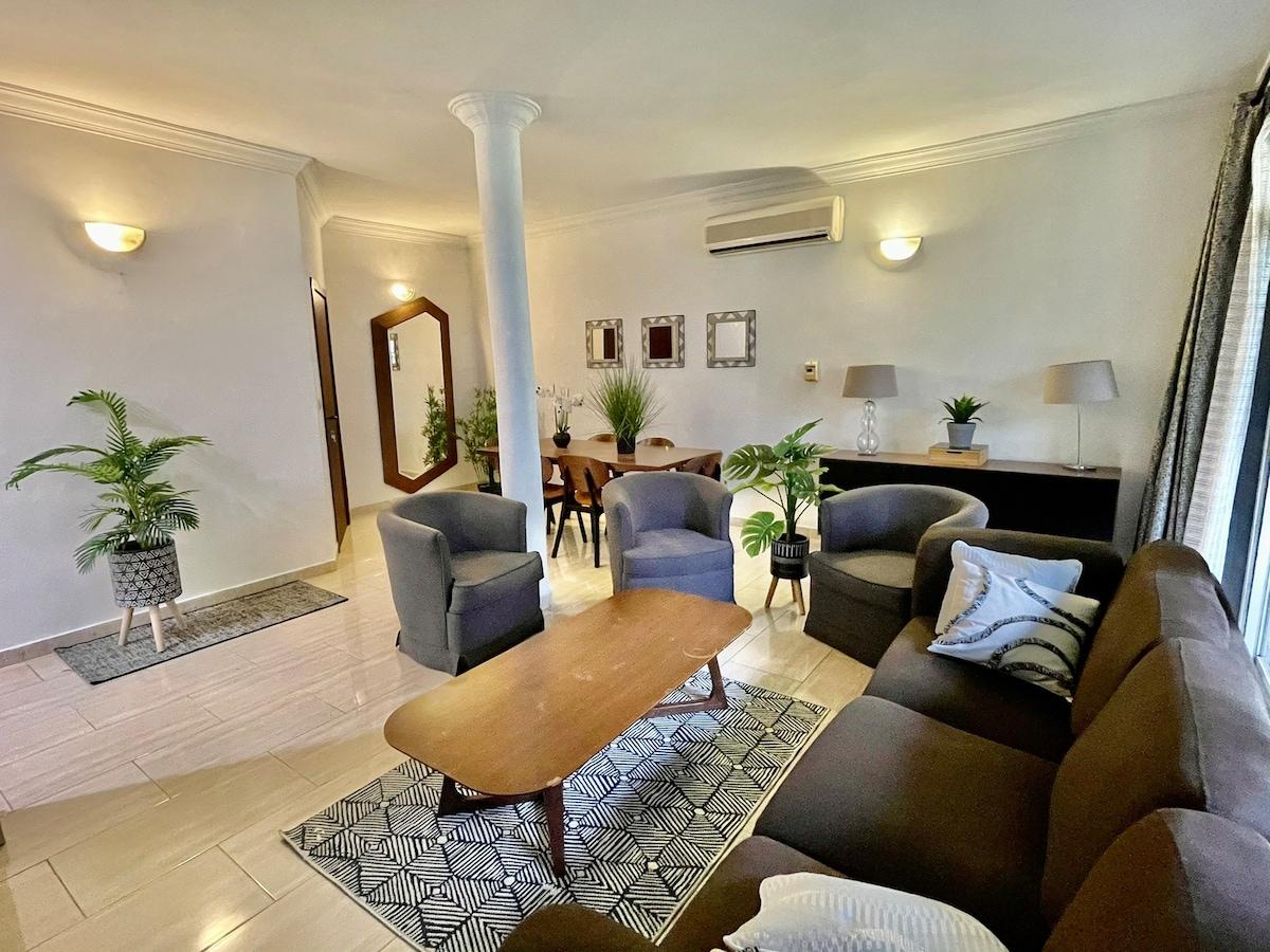 GORGEOUS duplex apartment close to Grand hotel!