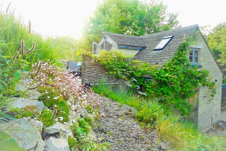 Cotswold Cottage Cosy Garden Studio