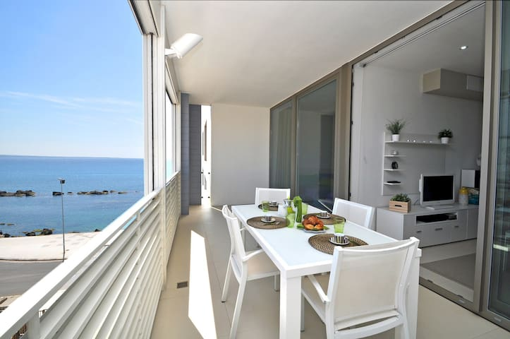 SUITE WITH SEA VIEW AND WIFI FREE