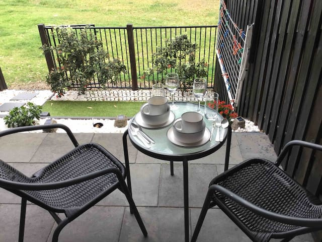 Excellent location on the river,cbd mins away