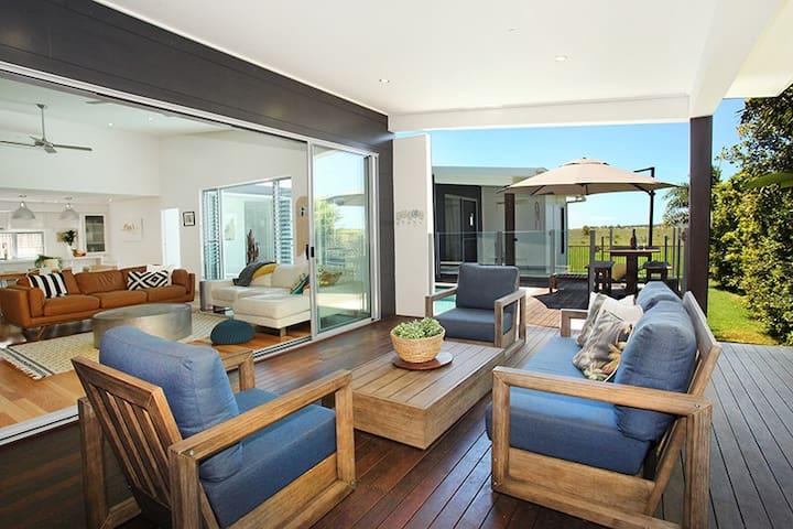 Resort Style Oasis