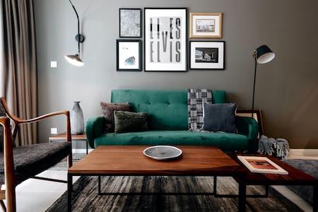 Brooklyn-style Chic Designer Suite【CIQ】Rare Find!