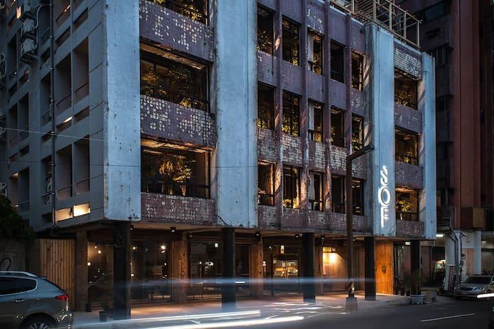 SOF Hotel - 匿境四人房( A )步行一中商圈。台中火車站。台中公園。宮原眼科