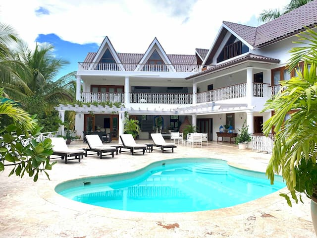 Casa de Campo Open Tropical Villa   8 Rooms  Staff
