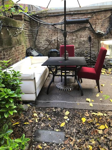 Cozy studio in Chelsea NYC with backyard space