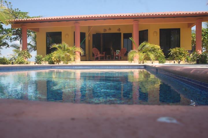 Playa La Barqueta的民宿