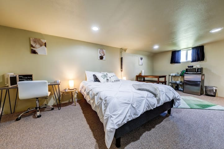 Modern 2BR Lower Level Suite | Perfect Location!