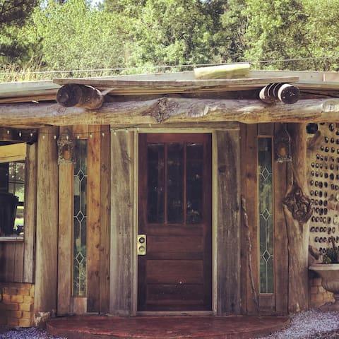 Hobbit House in the Hollow *Quiet Summer Retreat*