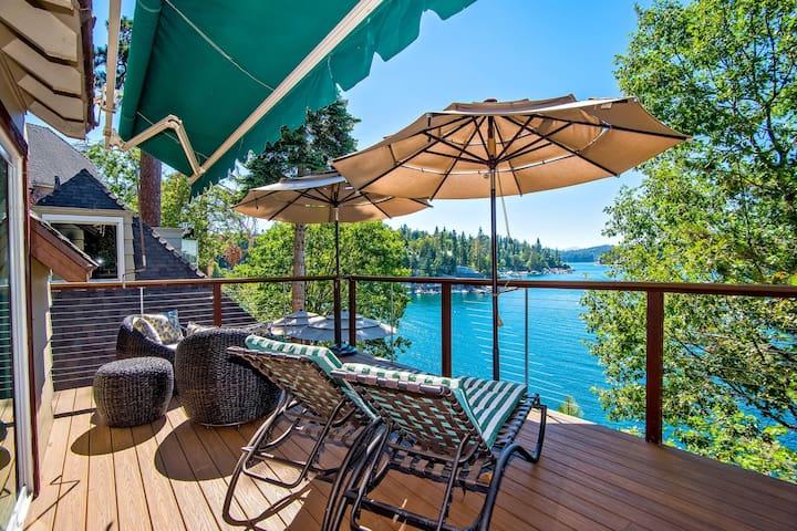 Lakefront getaway w/ deck and hot tub, great lake views!