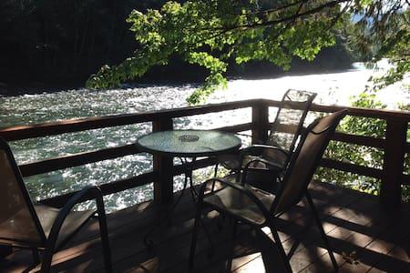 Mckenzie River Cabin #3  Rivers Rest
