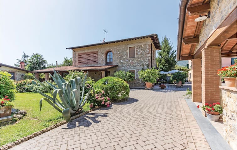 Semi-Detached with 2 bedrooms on 72m² in Camaiore LU