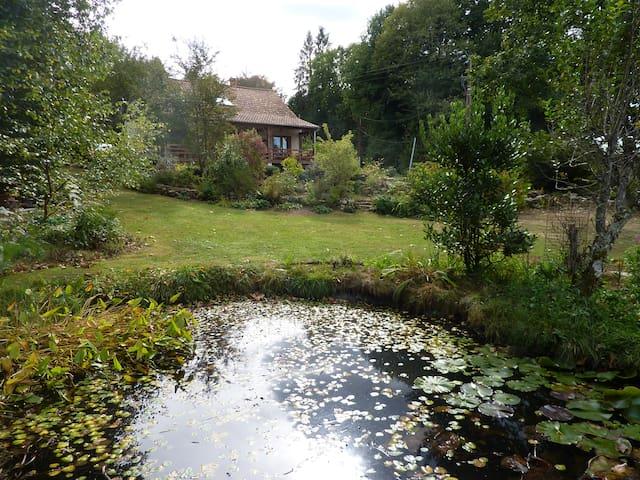 Saint-Julien-le-Petit的民宿