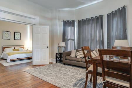 Urban Condo Near RiverWalk, Pearl, Zoo and More!