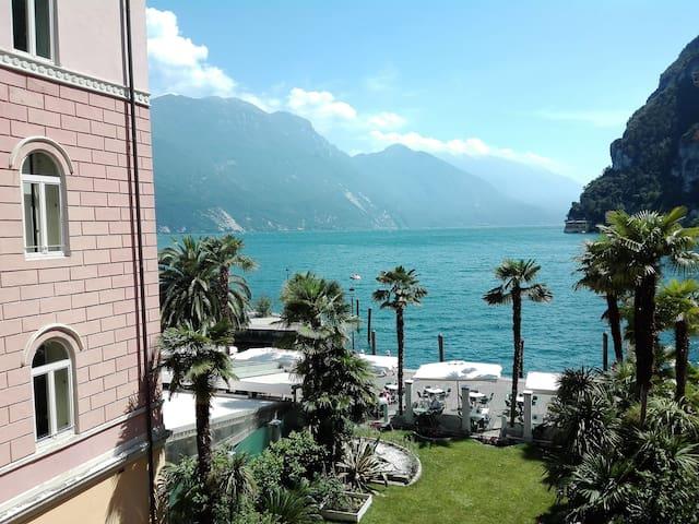 里瓦德尔加尔达 (Riva del Garda)的民宿