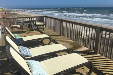 Panoramic Oceanfront Living- walk or bike to town