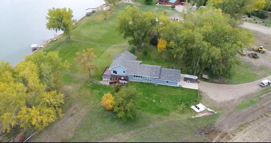 Custom, Private Property Unobstructed River Views!