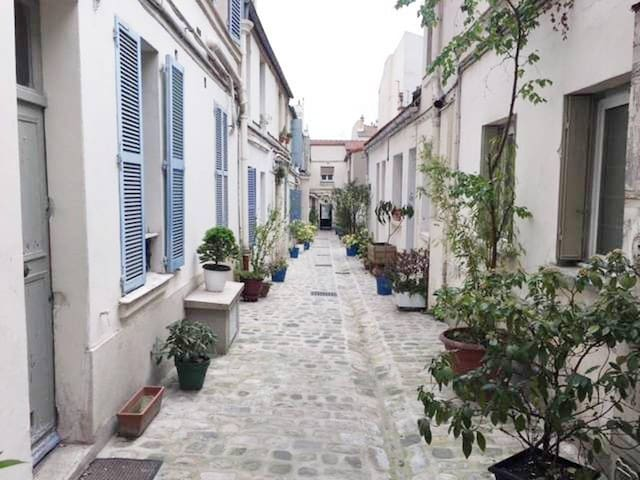 Charming Little House in the heart of Paris!