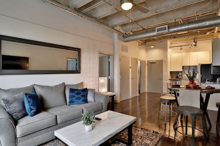 Luxury on Peachtree Midtown/Downtown 2Br/2Ba