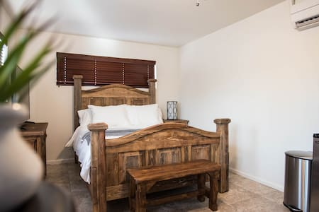 Contactless Check-in: Historic DTPHX Guesthouse