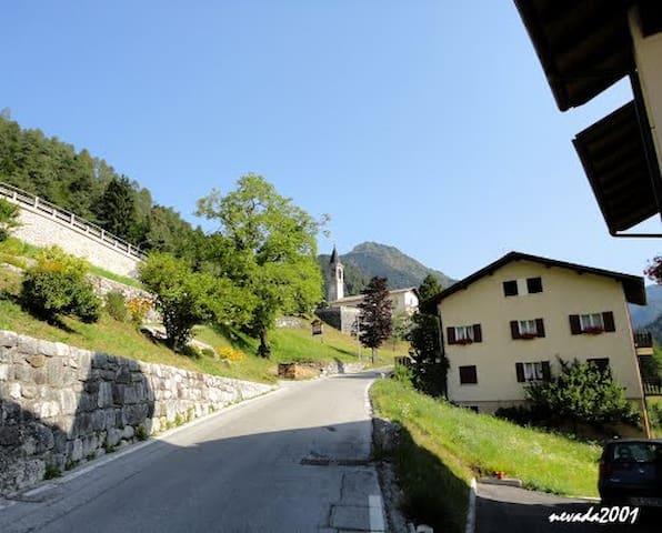 Montagne, località Larzana的民宿