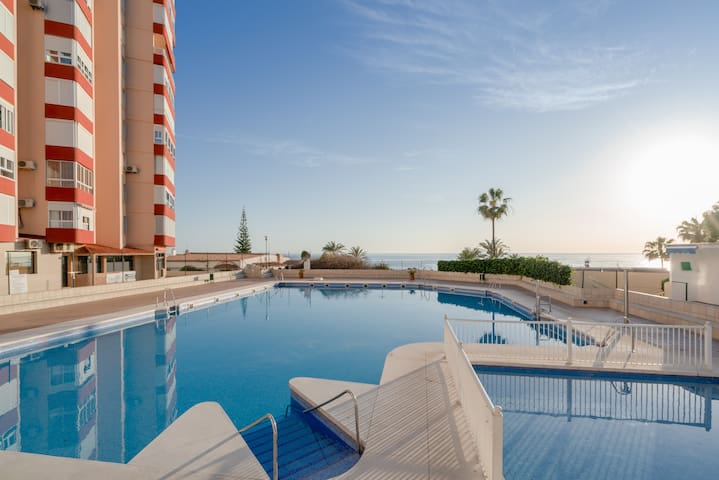 Fantastic Apartment With Sea View, Mountain View, Wi-Fi, Shared Pool & Terrace