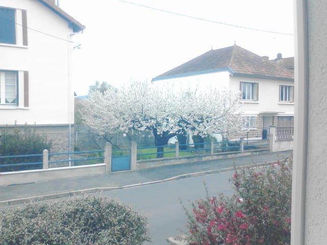 蒙吕松的民宿