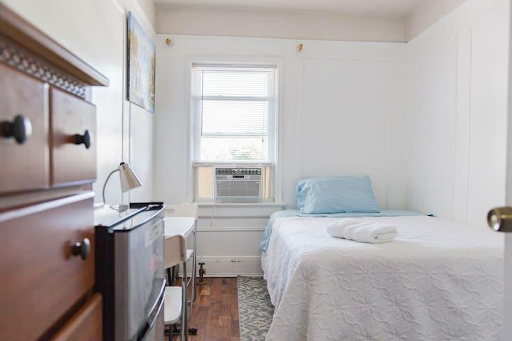 Room in Queens, NY, near LGA.