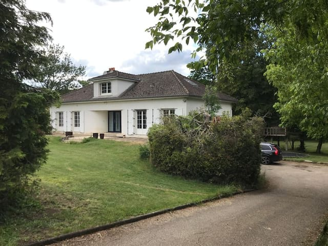 Thierville-sur-Meuse的民宿