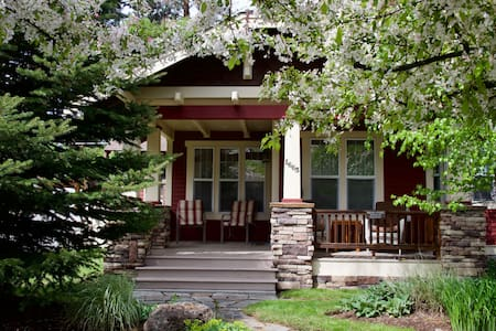 Second Street Bungalow--Dog Friendly/Walk Downtown