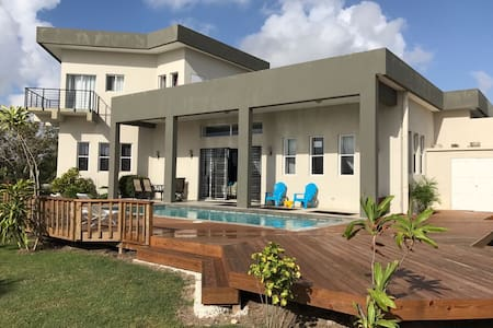 Waterfront Home & pool, disc. at local car rental