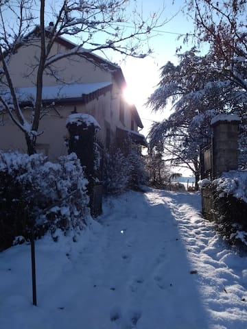Saint-Léger-du-Bois的民宿