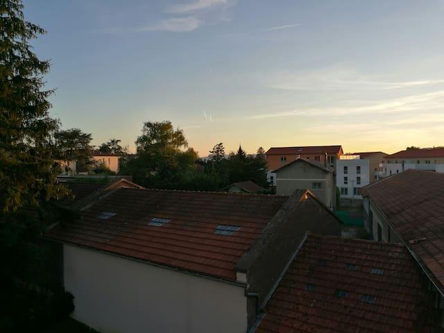 Rillieux-la-Pape的民宿