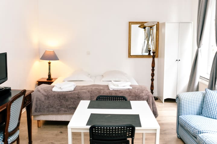 2 Pers with Kitchen and Bathroom by BED Namur ASBL