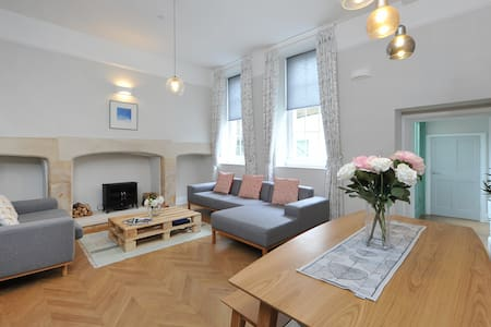 Central & Excellently Presented Georgian Flat