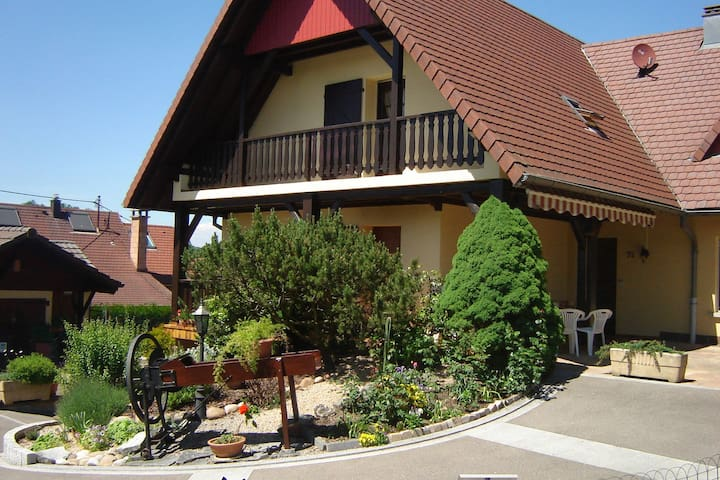 Quaint Holiday Home in Ruederbach with Table Tennis Table, Garden