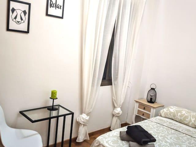 Habitación cómoda acogedora aire acondicionado top