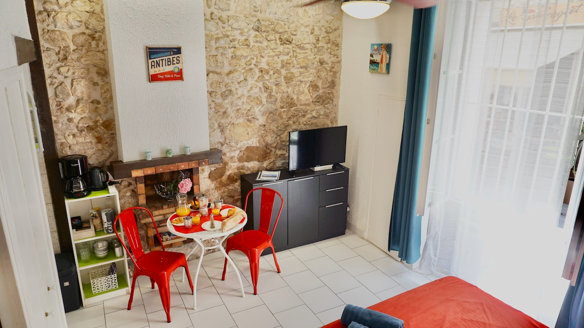 Studio in the heart of the old town of Antibes