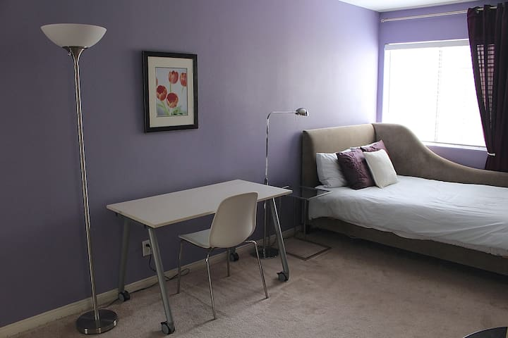 Guest Room in West Toluca Lake/North Hollywood