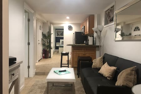 Cozy 2 Bedroom Apt, 20 Mins from NYC